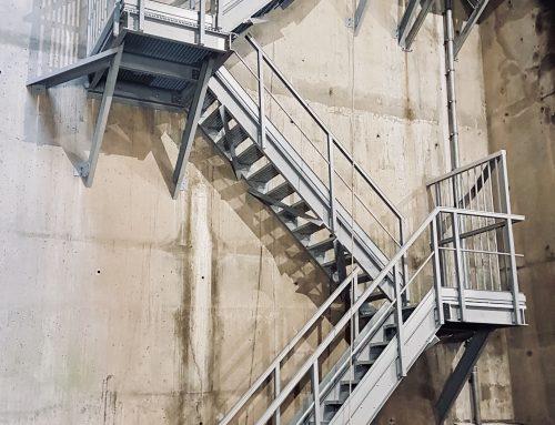 Pose d'un escalier en composite sur le Pont VII Bis, Le Havre, Normandie